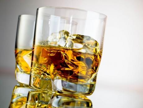 Se SPARG toate barierele: ALCOOLUL care NU E interzis la volan