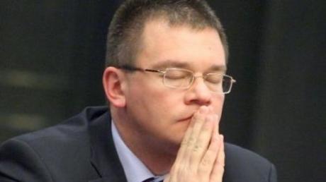 ŞOC! PIERDERE GREA suferită de Mihai Răzvan Ungureanu, la puţin timp după ce a câştigat şefia SIE
