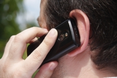 Legătura şocantă dintre telefoanele mobile şi cancerul la creier. Decizia DURĂ a autorităţilor