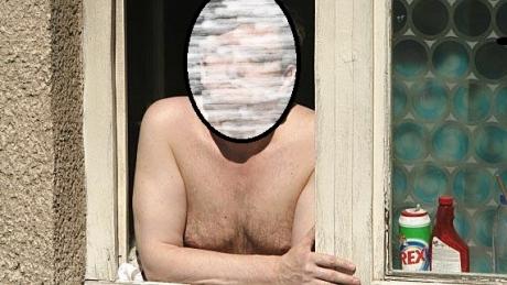 Apariţie ULUITOARE la fereastră. FOTOGRAFIEI ZILEI cu unul dintre cei mai importanţi oameni din ţară