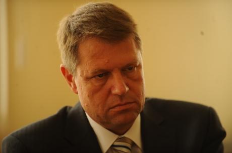 Klaus Iohannis, SUPĂRAT FOC. Nici bine nu şi-a început mandatul şi deja are PROBLEME ÎN FAMILIE