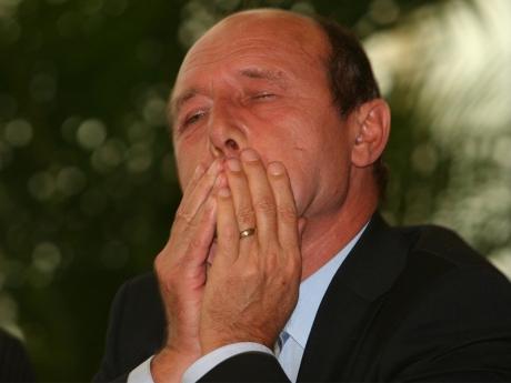 Un avocat ȘOCHEAZĂ: Soarta lui Traian Băsescu nu se hotărăște în România
