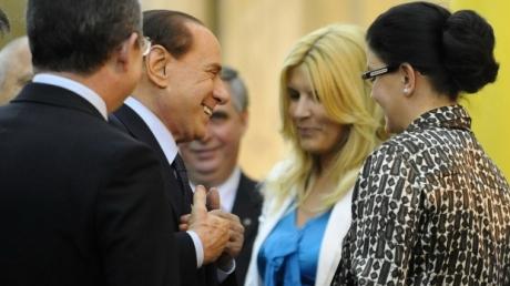 Scenă FABULOASĂ la care martorii au rămas FĂRĂ GRAI! Berlusconi, către Elena Udrea: Trupul dumneavoastră....