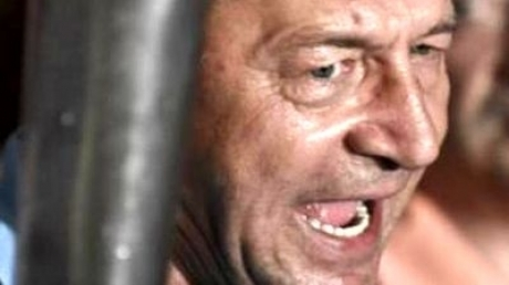 Traian Băsescu FIERBE de NERVI! Klaus Iohannis a dat TOTUL în vileag