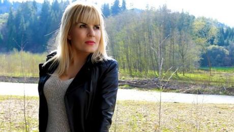 BOMBĂ! Elena Udrea, fotografiată GOALĂ în arestul la domiciliu!