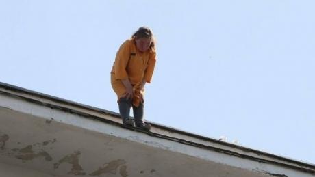 Soţul femeii care s-a aruncat de pe bloc face mărturisiri CUTREMURĂTOARE