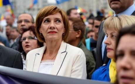 Carmen Iohannis, mai RĂU ca Ceauşeasca: Ce i-a ORDONAT Prima Doamnă preşedintelui fără nicio remuşcare
