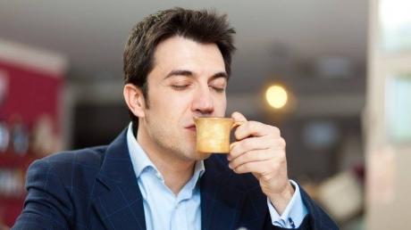 Aceasta e cafeneaua pe care bărbaţii o vor adora! Pe lângă cafea vor mai primi şi...