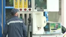 Preţul benzinei poate scădea în continuare