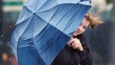 ploi cu vânt