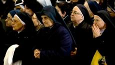 Papa Francisc, asaltat de călugăriţe