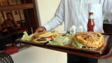 Un lanț de restaurante elimină produsele modificate genetic din meniurile sale
