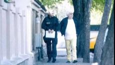 Arestatul Sarbu se plimba pe strada fara catuse