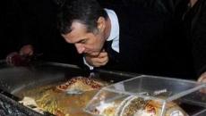 Gogo Becali la mormantul lui Arsenie Boca