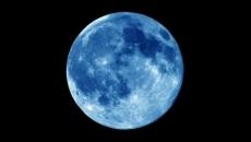 Luna albastra