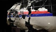 Avionul Malaysia Airlines, doborât de o rachetă, a fost reconstruit de anchetatori