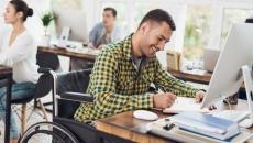 Companiile care nu angajează persoane cu handicap vor plăti taxe mai mari