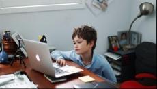 Copiii cu anumite afecţiuni vor putea face şcoală online, la cererea părinţilor şi cu avizul medicului