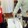 Părinţii vor avea voie cu copiii în cabina de vot