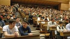 Studenţii cer reducerea taxei de şcolarizare deoarece cursurile se fac online